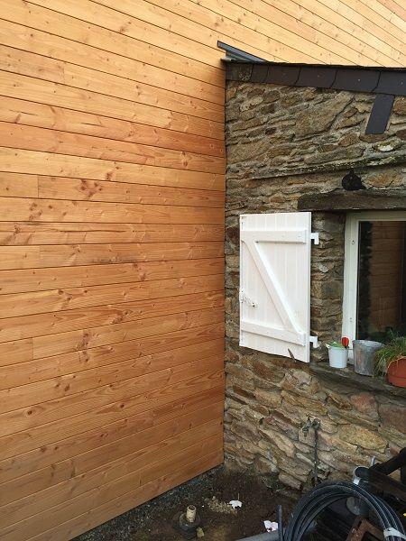 Liaison bardage bois avec mur en pierre